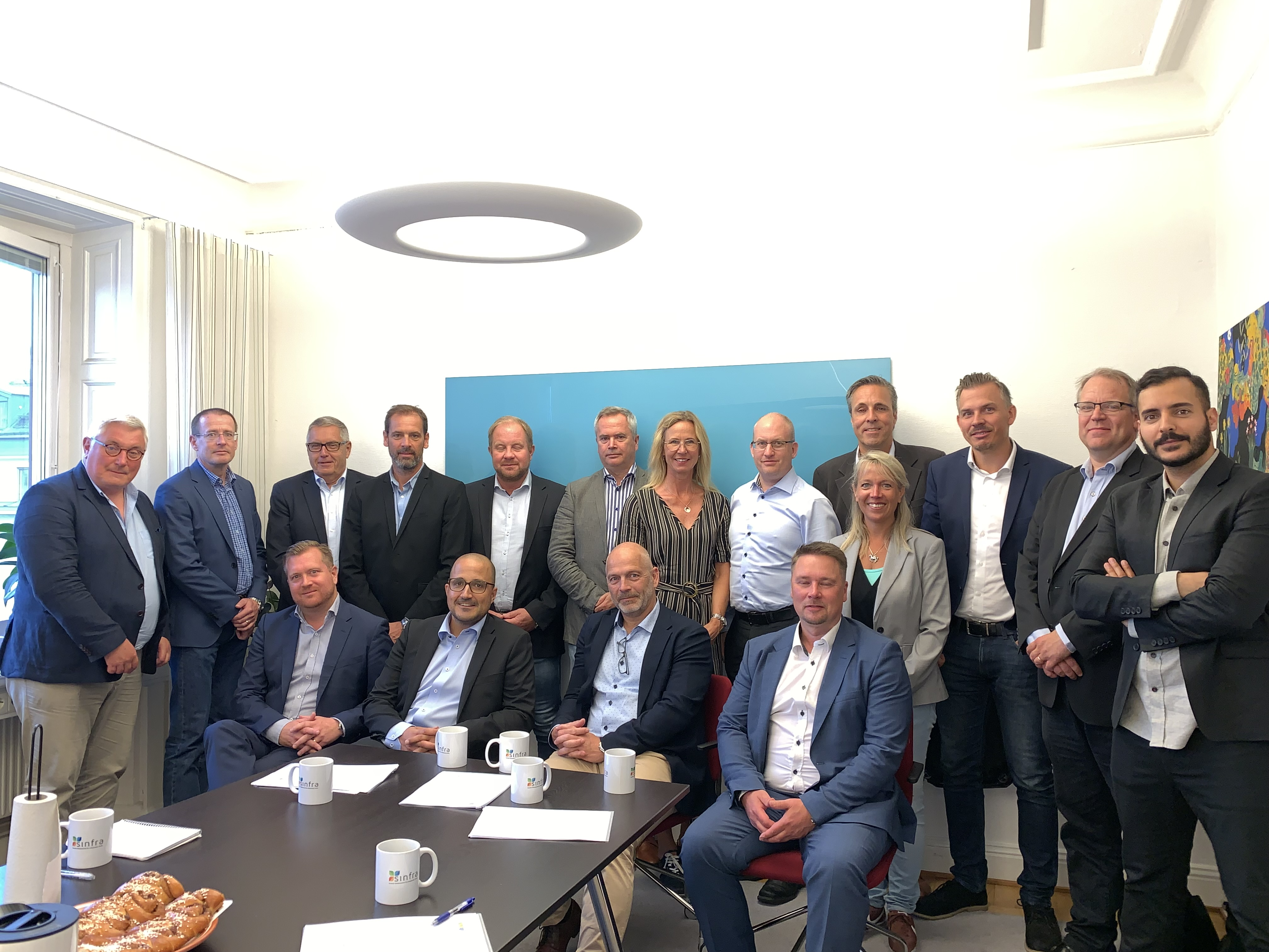 Signing of the framework agreement. Kristian Heimonen from Comsel System first from right on the bottom row.